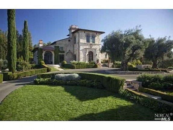 Empty nester Joe Montana is putting this Sonoma estate on the market.