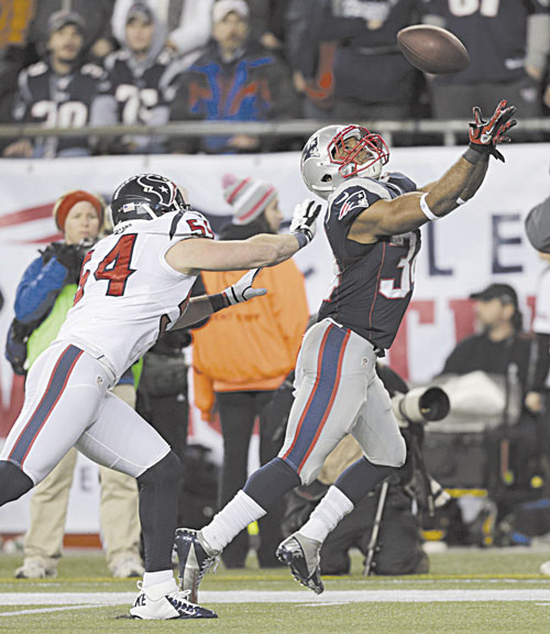 NICE CATCH: New England Patriots running back Shane Vereen, right, catches a 33-yard touchdown pass while being defended by Houston Texans linebacker Barrett Ruud during the second half Sunday in Foxborough, Mass.