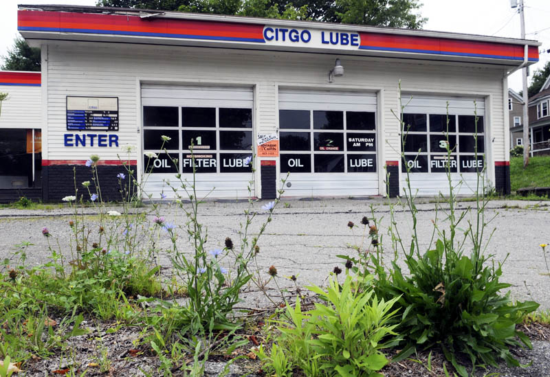 A developer is proposing to raze a former auto garage, at the intersection of Davenport and Stone streets, to build a Dunkin Donuts, pending approval from the Augusta Planning Board.
