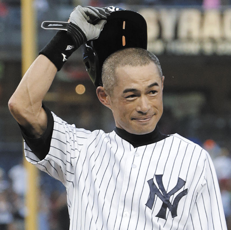 MILESTONE: New York's Ichiro Suzuki tips his helmet to the crowd after a first-inning single on Wednesday at Yankee Stadium in New York. The single gave him a combined 4,000 career hits between Japan's Pacific League and Major League Baseball.
