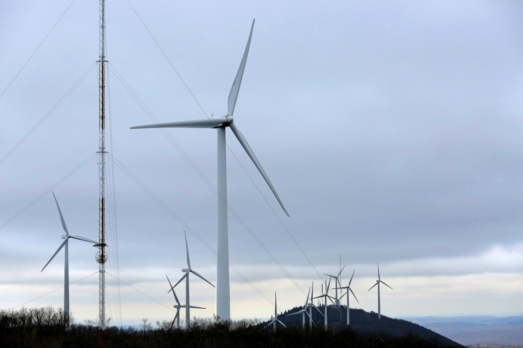 Gabe Souza/Staff Photographer The Mars Hill wind farm stretches the length of Mars Hill Mountain in Maine. A Maine Audubon report says such farms can be placed to minimize the impact on wildlife such as birds and bats.