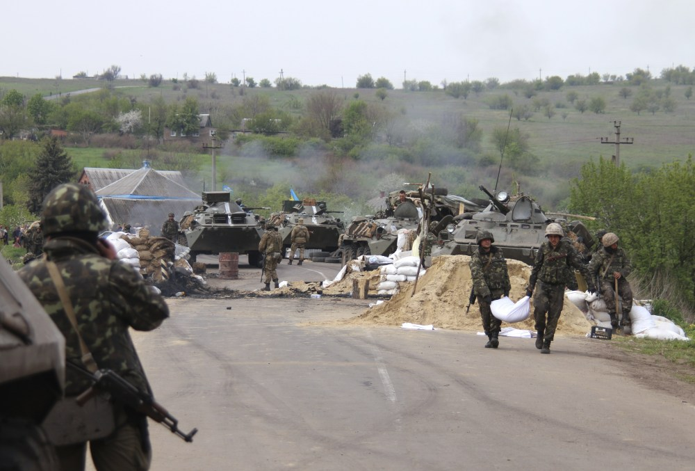 Ukrainian government troops strengthen their position at a checkpoint just outside Slovyansk, eastern Ukraine, Friday.