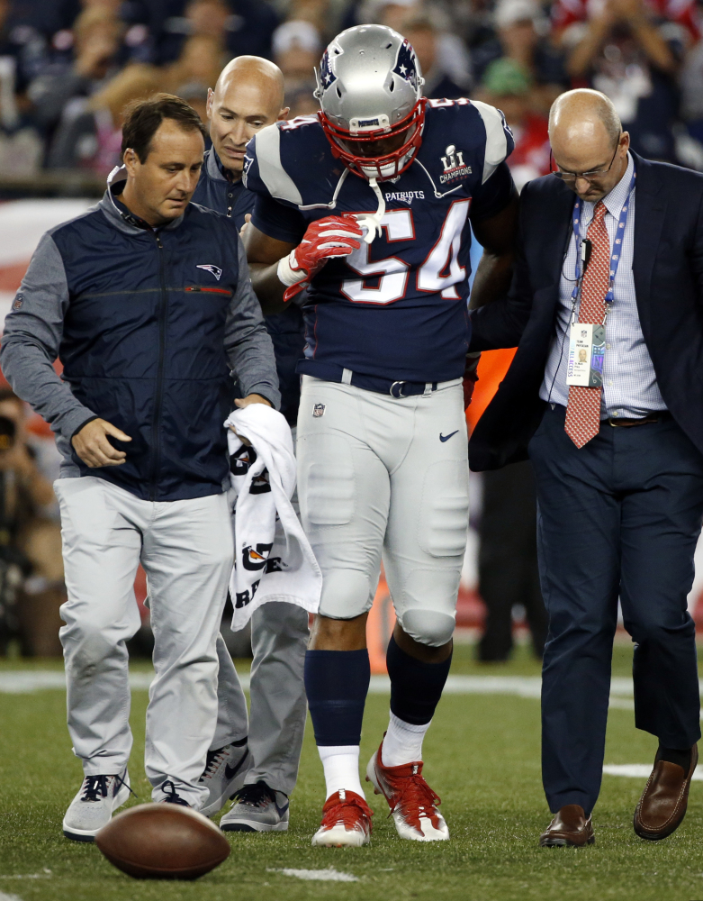 New England Patriots linebacker Dont'a Hightower, center, is escorted from the field after suffering a knee injury during the second half of a game against the Chiefs last Thursday.
