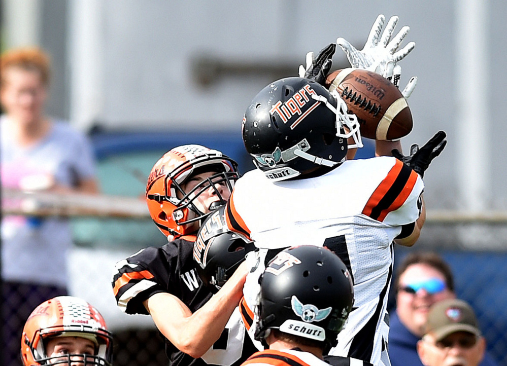 Gardiner's Kolton Brochu (81) nearly intercepts a pass to Winslow's Colby Pomeroy (3) to end the second quarter in Winslow on Saturday.