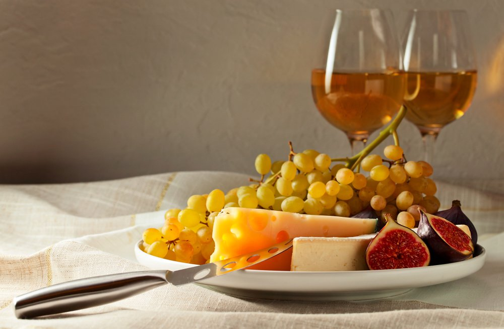 Passito is a sweet wine, but the good ones have a dried fruit quality to them and a bit of acidity that would go well with turkey.