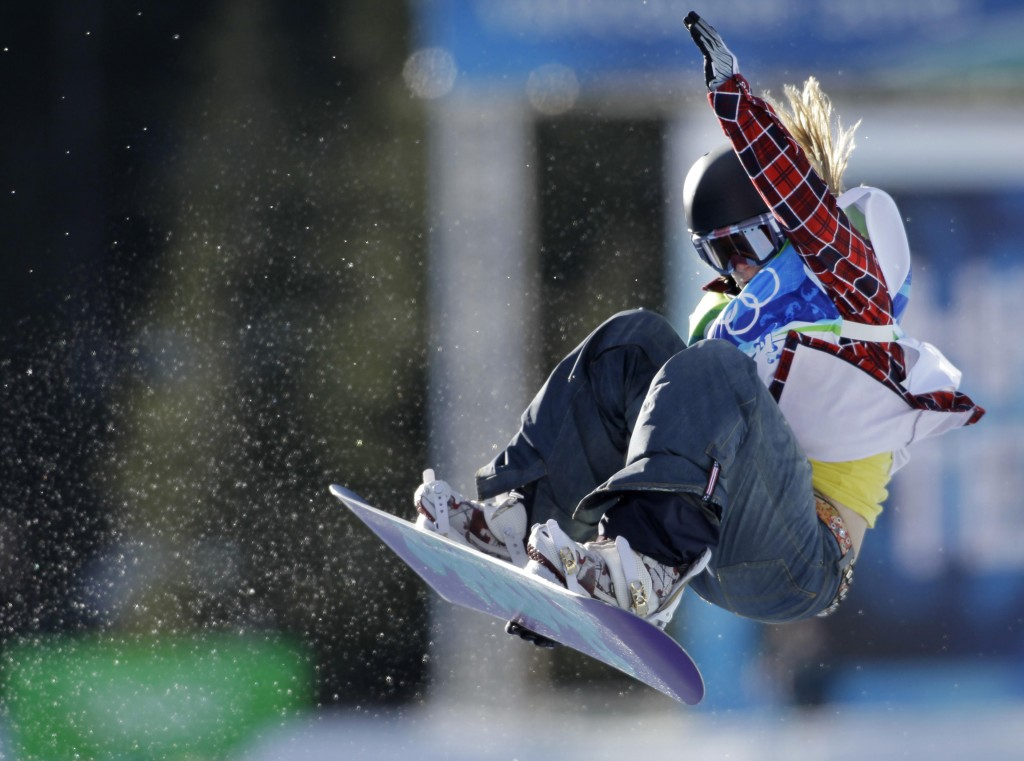 Hannah Teter of the USA compete in the women's snowboard halfpipe at the Vancouver 2010 Olympics in Vancouver, British Columbia, Thursday, Feb. 18, 2010. (AP Photo/Odd Andersen)