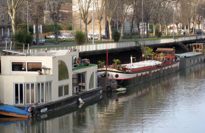 Houseboats along the Seine testify to the relaxed Parisian lifestyle. Travelers can arrange to rent a houseboat. ARTS TRAVEL EUROPE PARIS