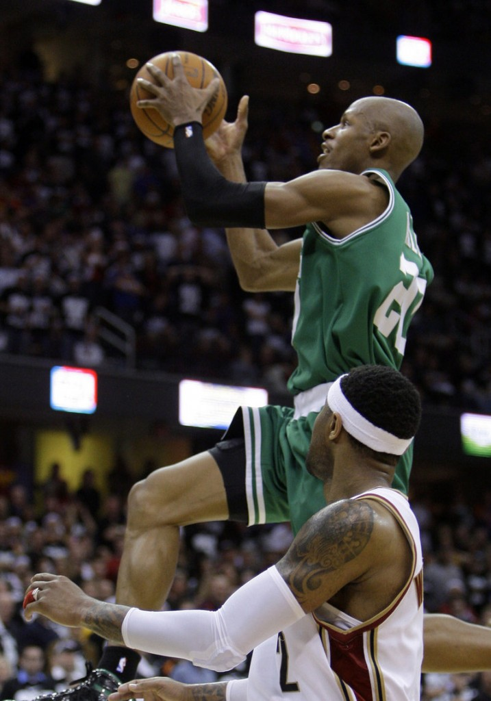 Ray Allen drives to the basket past Cleveland's Mo Williams during Game 2 of the Eastern Conference semifinals Monday. Allen scored 22 points in Boston's 104-86 victory.