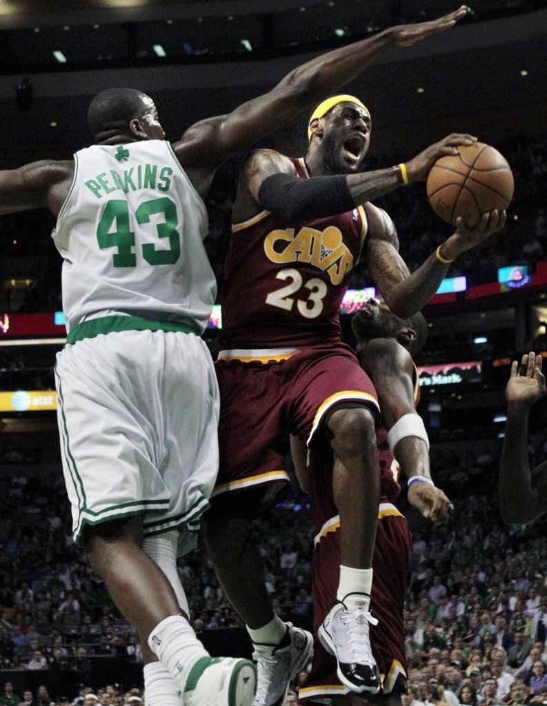 LeBron James of the Cleveland Cavaliers threads his way past Kendrick Perkins of the Boston Celtics to score during his 21-point first quarter Friday night in Boston.
