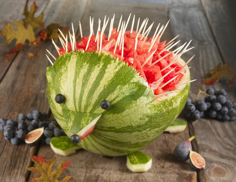 The watermelon hedgehog centerpiece is a guaranteed conversation starter. krtlifestyle lifestyle LEI krtfeatures features krthome home house housing FEA krtnational national krt2010 summer 2010 krtedonly LIF leisure mct 10009000 10000000