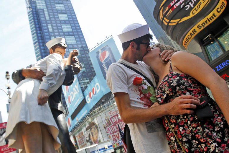 Cristina Casas and Ruben Requena of Barcelona, Spain, kiss in New York's Times Square on Saturday to mark the 65th anniversary of VJ Day.