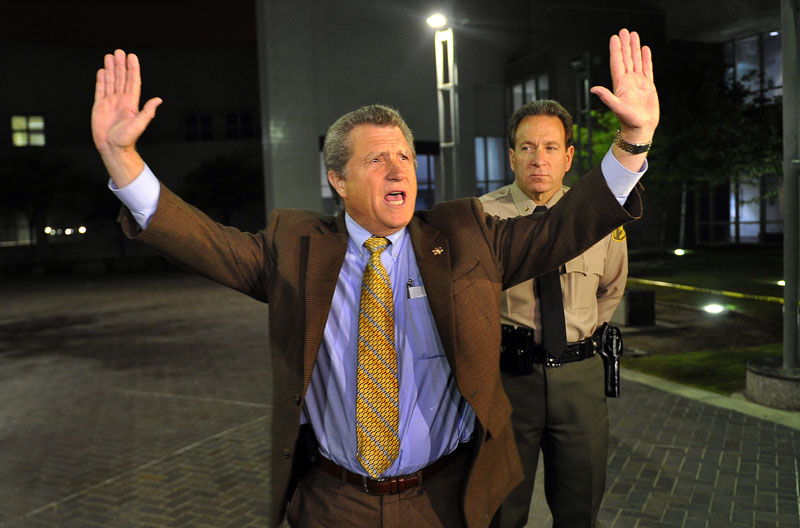 Los Angeles Sheriff's Department spokesman Steve Whitmore tells the media that Lindsay Lohan was discharged at 1:35 a.m. at the Century Regional Detention Facility in Lynwood, Calif. early today. To avoid a spectacle, she was released to a waiting vehicle and did not walk out the front entryway.