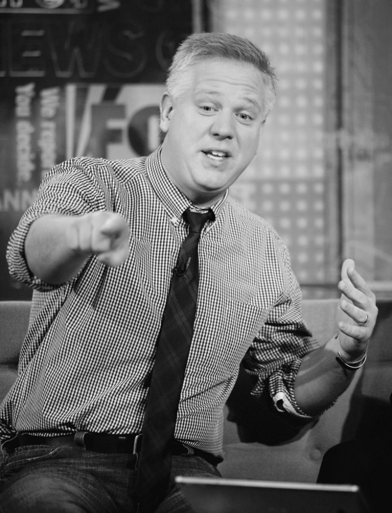 An event headlined by Glenn Beck seeks to unite libertarians, Midwestern conservatives, Republicans and tea partiers six weeks before elections.