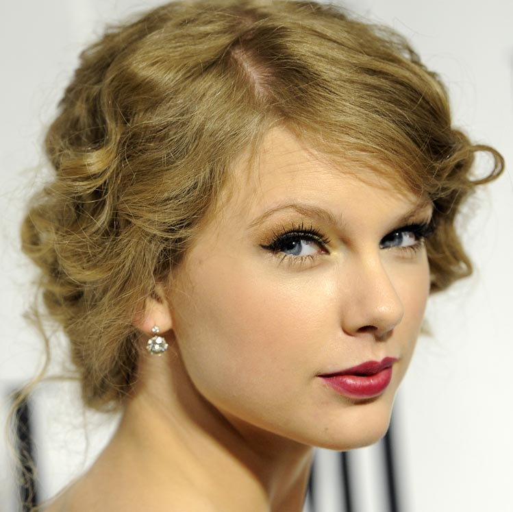 Taylor Swift is expected to be in Kennebunk for the television premiere of her video, although details about her plans are being kept under wraps.