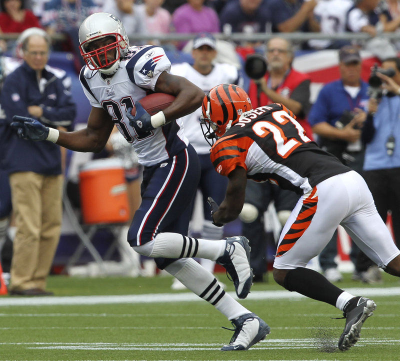 Randy Moss decided to address his contract situation Sunday after catching five passes for 59 yards as the New England Patriots beat the Cincinnati Bengals, 38-24.
