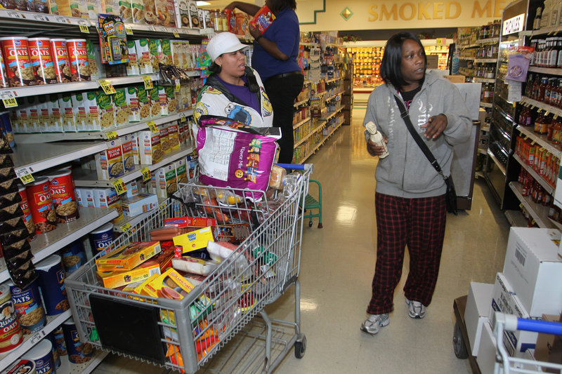 Dionne Spikes and Melinda Patterson discuss food choices.