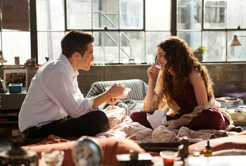 "Jake Gyllenhaal and Anne Hathaway demonstrate great chemistry in ""Love & Other Drugs,"" a romantic comedy that finally does justice to the genre."