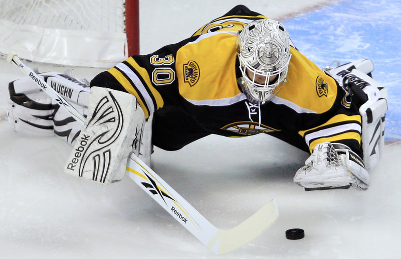 Bruins goalie Tim Thomas reaches out to smother a rebound after making one of his 34 saves in a win against Florida.