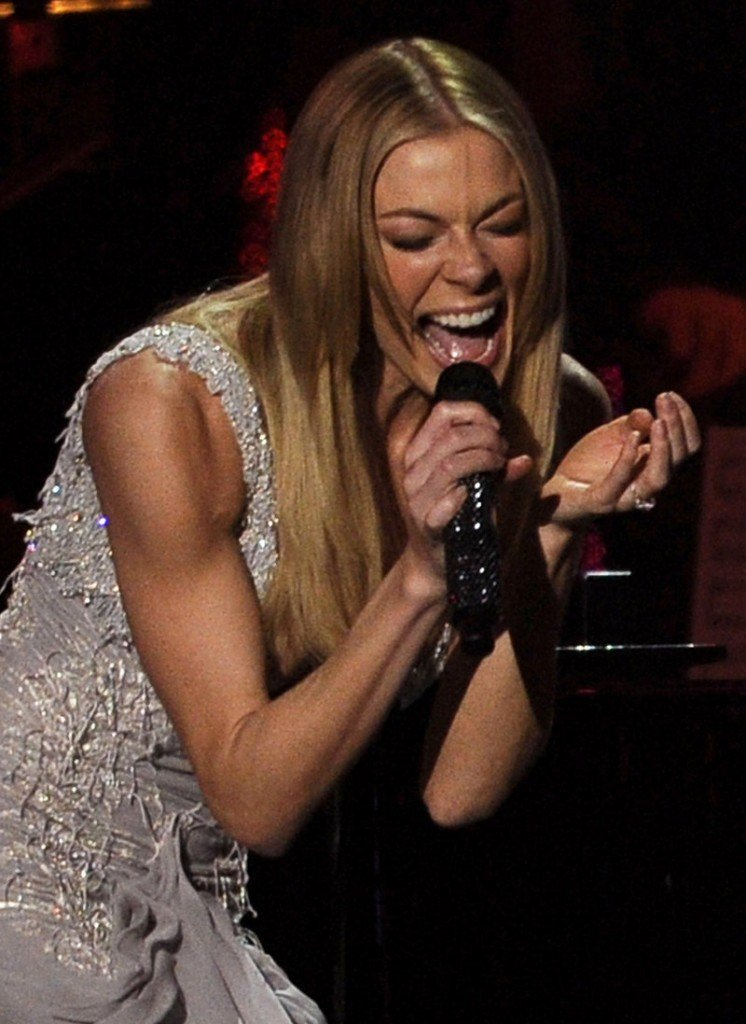 """LeAnn Rimes performs at the gala honoring Barbra Streisand. She performed """"Come Rain or Come Shine."""""""