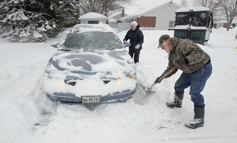 If you re going to drive in snow, a legislator wants to be sure you can see where you're going.