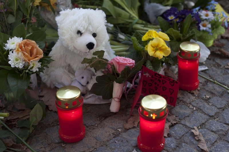 Stuffed Knuts, candles and flowers lay at the entrance of the Berlin Zoo to commemorate the late polar bear Knut on Sunday. The 4-year-old bear died Saturday in front of hundreds of visitors, taking keepers, animal experts and fans by surprise.