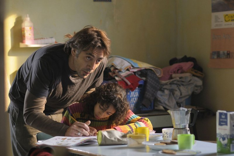 Javier Bardem as Uxbal and Hanaa Bouchaib as Ana in