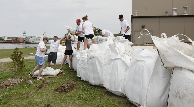 Volunteers in Sioux City, Neb., build a levee with sand bags, hoping to protect the Norm Waitt Sr. YMCA from expected flooding by the Missouri River.