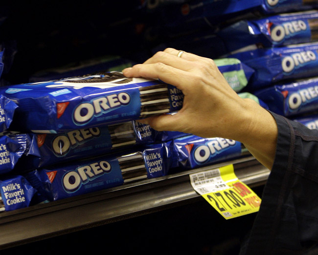 Kraft Foods Inc. plans to split into two publicly traded companies, with one concentrating on snacks like Oreo cookies, Trident gum and Cadbury chocolates while the other focuses on the North American grocery business that includes Kraft cheese and Maxwell House coffee.