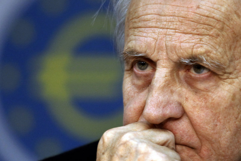 Remarks by European Central Bank President Jean-Claude Trichet failed to keep the euro from falling in value Thursday.
