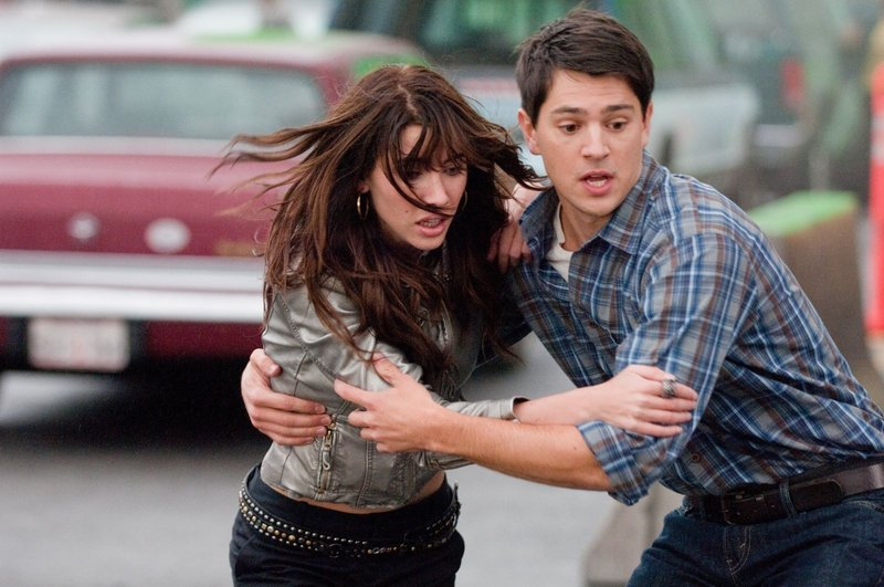 Jacqueline MacInnes-Wood as Olivia Castle and Nicholas D'Agosto as Sam in the latest in the