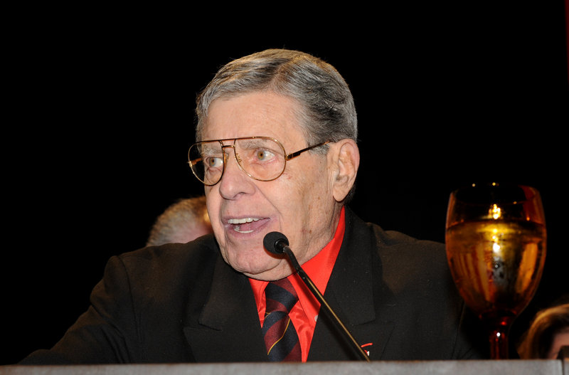 Jerry Lewis accepts the Nevada Broadcasters Association Lifetime Achievement Award on Saturday.