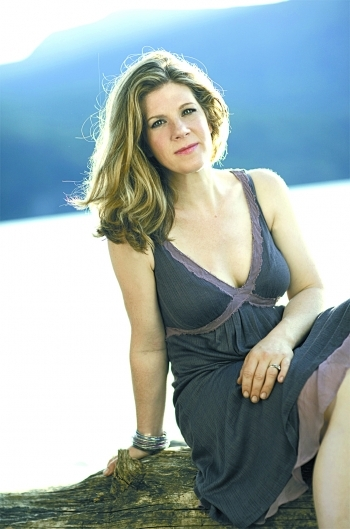 Dar Williams performs on Oct. 21 at Stone Mountain Arts Center in Brownfield.