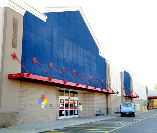 A customer arrives to find the Lowe's sign removed and a