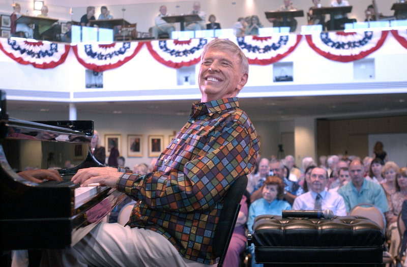 """Roger Williams plays the piano on Oct. 1, 2007, during his 83rd birthday celebration in Simi Valley, Calif. The virtuoso pianist, who died Saturday at age 87, topped Billboard charts with his hit recording of """"Autumn Leaves"""" in the 1950s and played for nine presidents."""