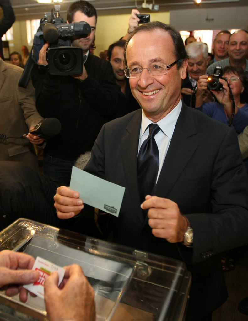 Francois Hollande votes in the second round of the party's primary election.