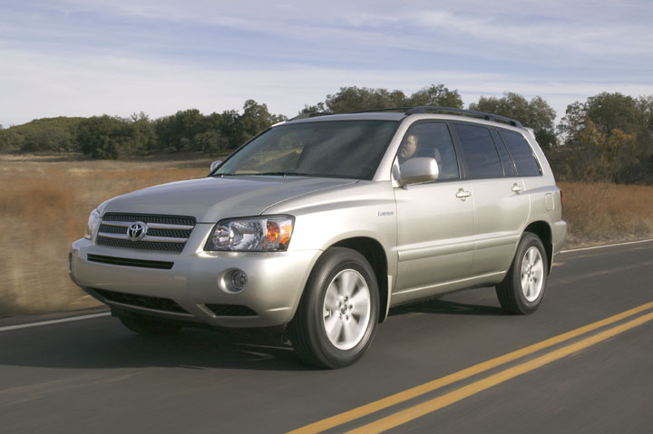 The 2006 Highlander hybrid is among the models being recalled for a potential steering problem.