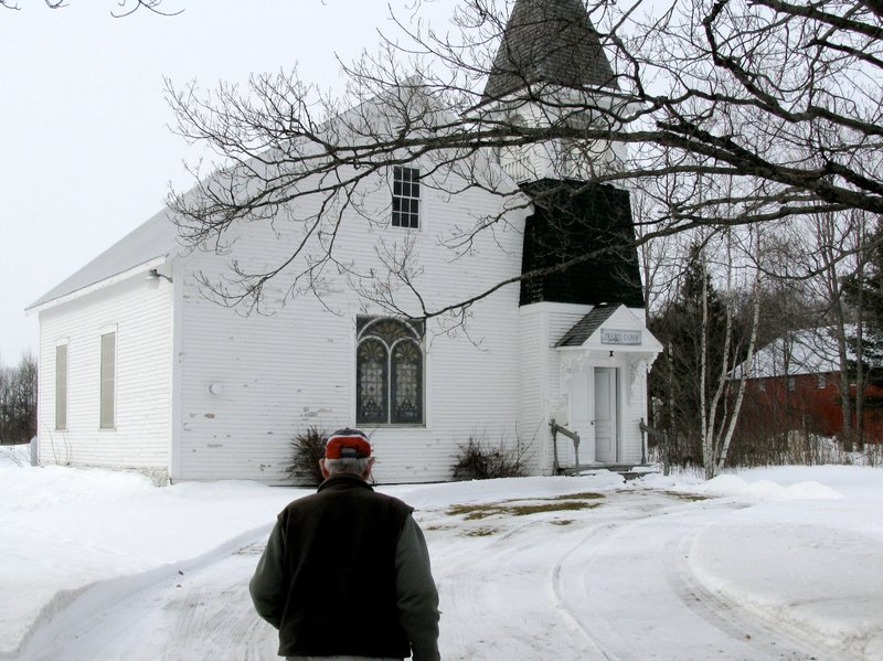 Bill Findlen walks toward the Friends Church in Maple Grove earlier this month.