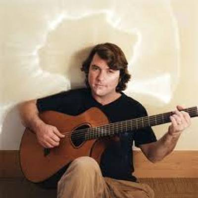 Keller Williams combines bluegrass, folk, alt-rock, jazz, funk and other styles.