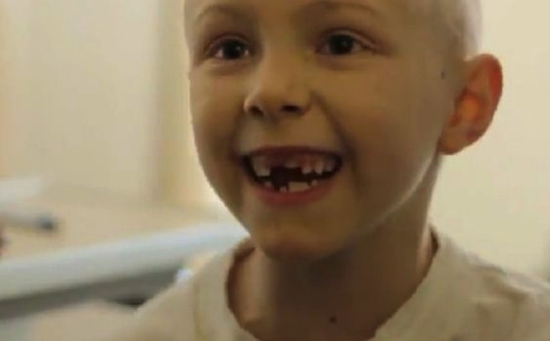 This image shows one of the cancer-stricken kids singing Kelly Clarkson's