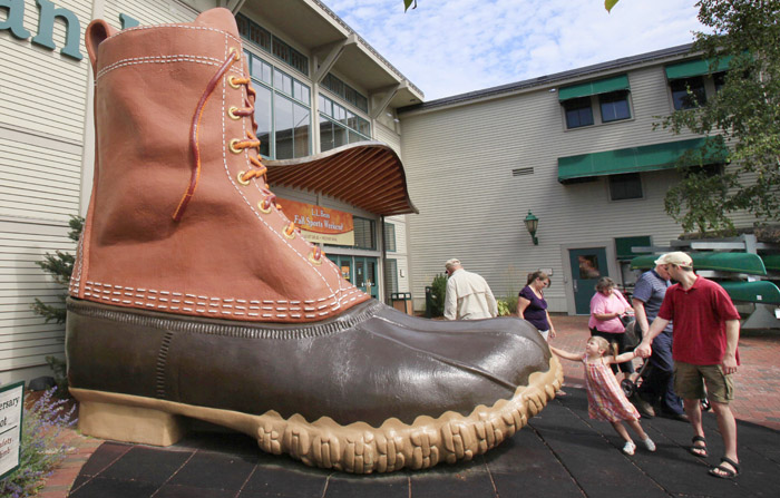 In this Aug. 20, 2009 file photo, shoppers pause at the giant boot outside the L.L. Bean flagship store in Freeport, Maine. Bean announced Monday it'll done $1 million to the National Park Foundation as part of its 100-year anniversary. (AP Photo/Robert F. Bukaty, File)