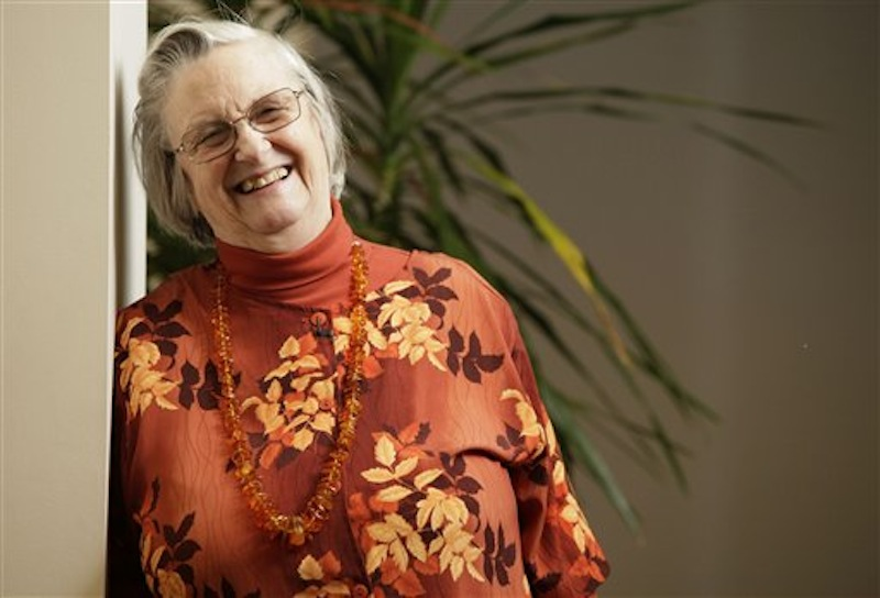 In an Oct. 12, 2009, file photo, Elinor Ostrom poses for a portrait in Bloomington, Indiana, after becoming the first woman to win a Nobel Prize in economics. A university spokesman said Ostrom died from cancer Tuesday, June 12, 2012, at a Bloomington hospital. She was 78. (AP Photo/AJ Mast, File)