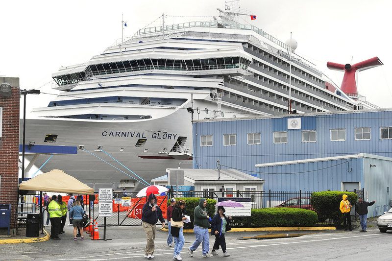The season's first cruise ship, Carnival Glory, arrived in Portland early Tuesday, bringing several thousand visitors to the city. A small group of sidewalk vendors were ready for them, and city officials, in turn, went on the offensive.