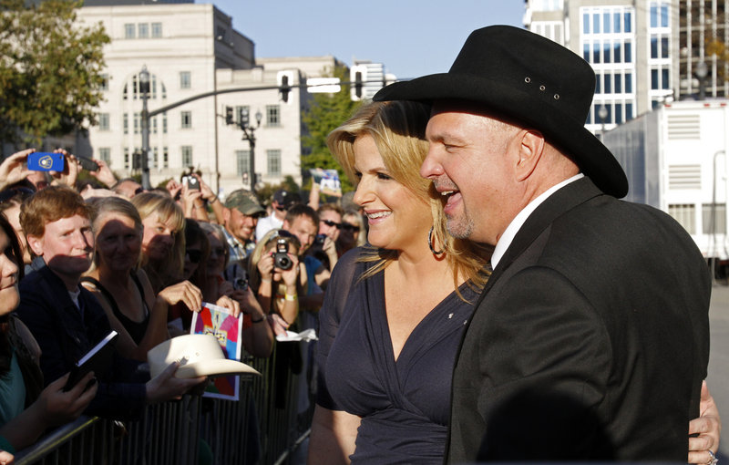 """Garth Brooks and his wife, singer Trisha Yearwood, greet fans Sunday before Brooks, singer Connie Smith and keyboard player Hargus """"Pig"""" Robbins were inducted into the Country Music Hall of Fame."""