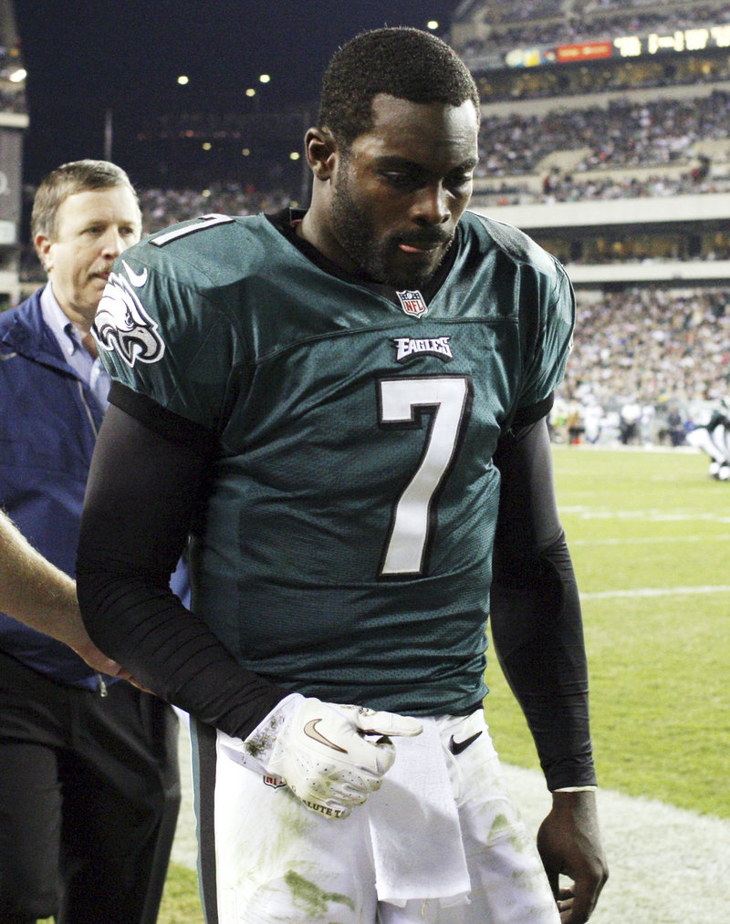 Michael Vick of the Eagles and two other quarterbacks had to leave games Sunday because of concussions.