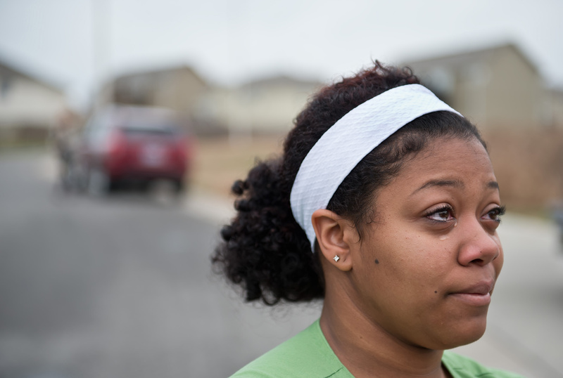 Brianna York, 21, of Kansas City, Mo., weeps as she speaks about Kasandra Perkins, 22, who was killed by her boyfriend, Jovan Belcher, on Saturday. 02001001 08005002 15000000 15003001 2012 CLJ CRI death FBN homicide murder HUM krt2012 krtcampus campus krtcrime crime krtedonly krtfootball football krthumaninterest human interest krtnational national krtnfl nfl national football league krtsports sport