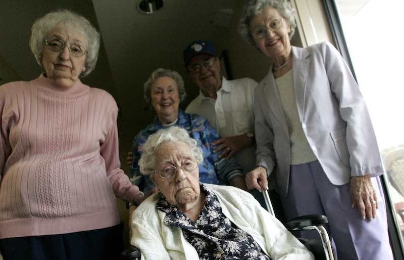 This April 2010 photo shows Dina Manfredini, front, with her family, from left, Mary Russo, daughter, Bernice Manfredini, daughter-in-law, Dante Manfredini, son, and Enes Logli, daughter, at Bishop Drumm Retirement Center in Johnston, Iowa. Guinness World Records posted on its website Wednesday Dec. 5, 2012, that Manfredini, 115, was the oldest person in the world. (AP Photo/The Des Moines Register)