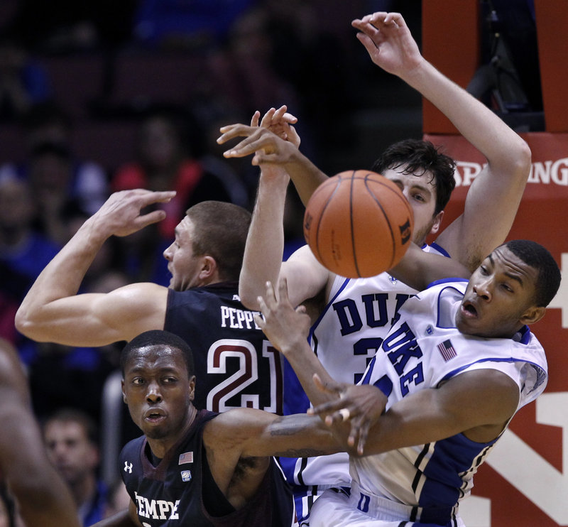 Rasheed Sulaimon, right, of Duke, fights for a loose ball with Temple's Quenton DeCosey during Saturday's game at East Rutherford, N.J. Duke improved to 9-0 and handed Temple its first loss, 90-67.