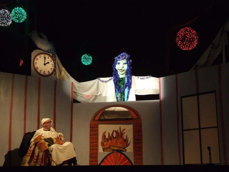 "The Shoestring Theater's production of ""A Christmas Carol"" features a dozen or so human actors – adults as well as children – and hand puppets, rod puppets, shadow puppets, carnival puppets and a stilt walker."
