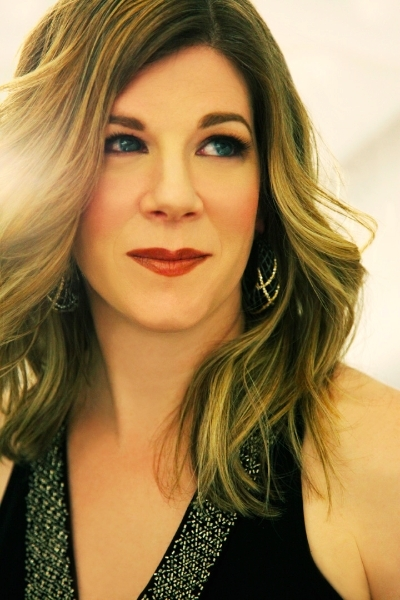 Singer-songwriter Dar Williams is in Brownfield on Saturday.