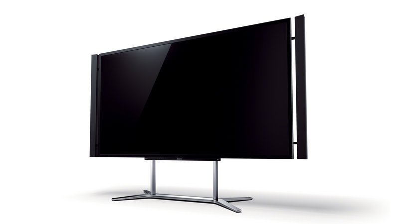 Sony's ultra HDTV has four times the resolution of an HDTV and costs around $20,000. UHDTVs must be 60 inches or more diagonally.